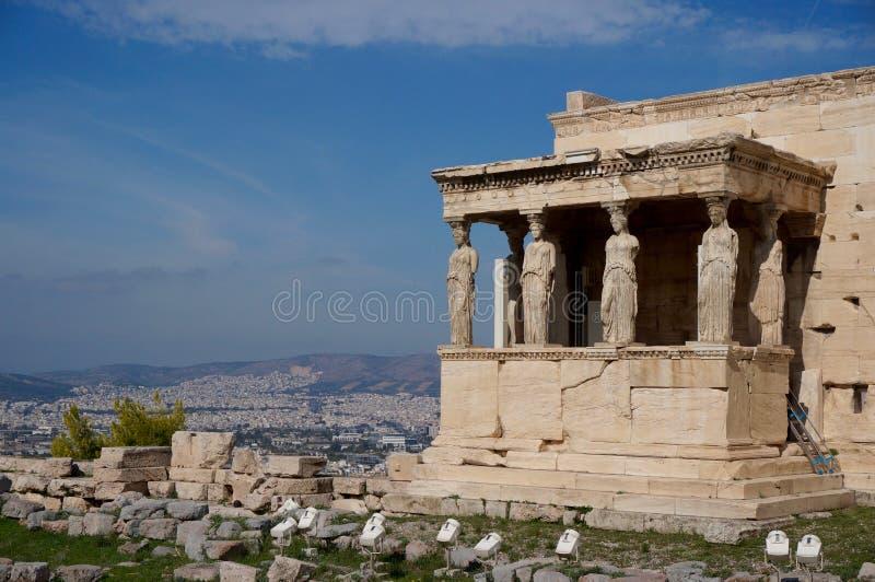 Взгляд над кариатидами в Афинах стоковое изображение rf