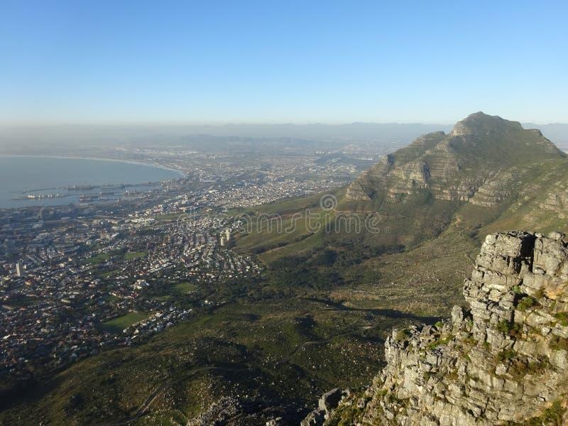 Взгляд над лагерями преследует, Столовая гора, Южная Африка, Африка стоковые изображения rf