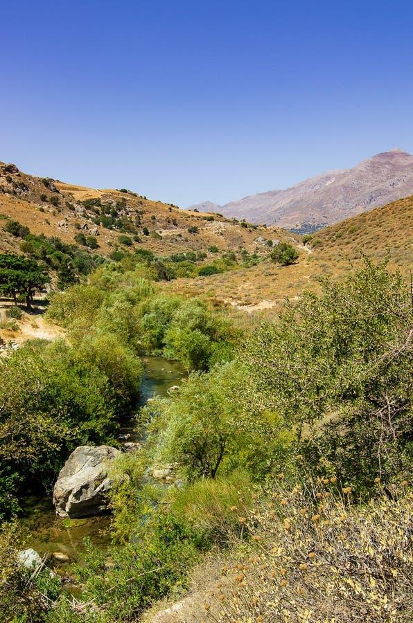 Взгляд над рекой Megalopotamos, около Preveli, Крит стоковая фотография