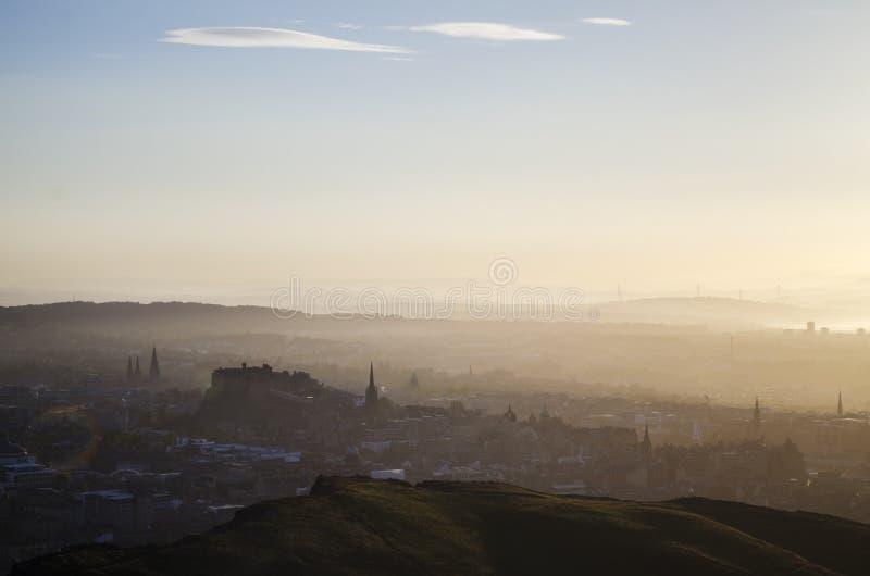 Взгляд над Эдинбургом на заходе солнца стоковое фото rf