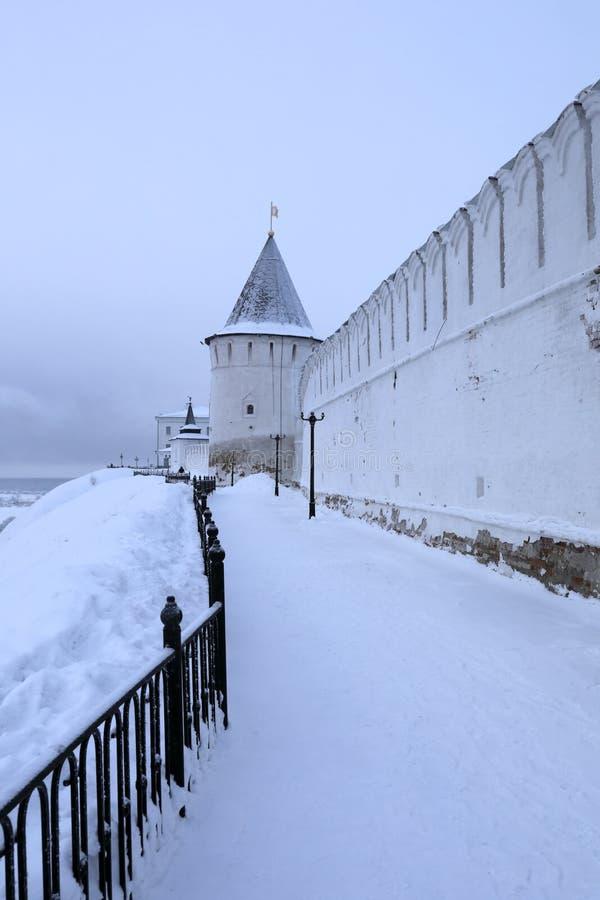 Взгляд наружной стороны Tobolsk Кремля стоковое фото rf