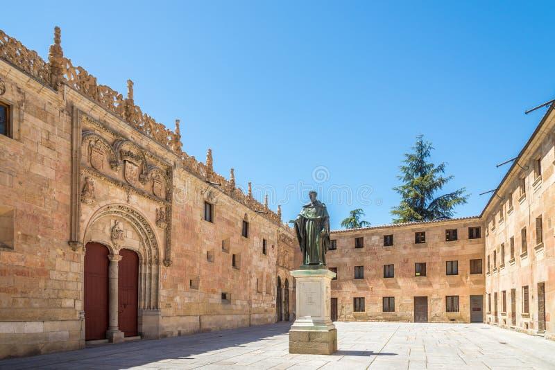 Взгляд на дворе университета в Саламанке - Испании стоковое фото