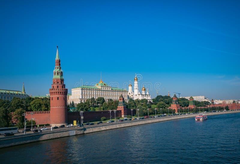 Взгляд на Кремле и реке Москве от большого моста Moskvoretsky стоковое изображение