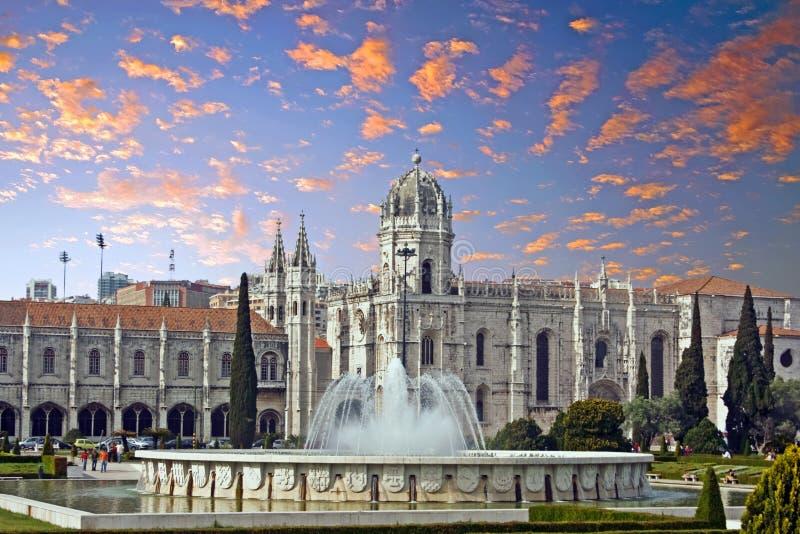 Взгляд на монастыре Jeronimos в Лиссабоне Португалии стоковые фотографии rf