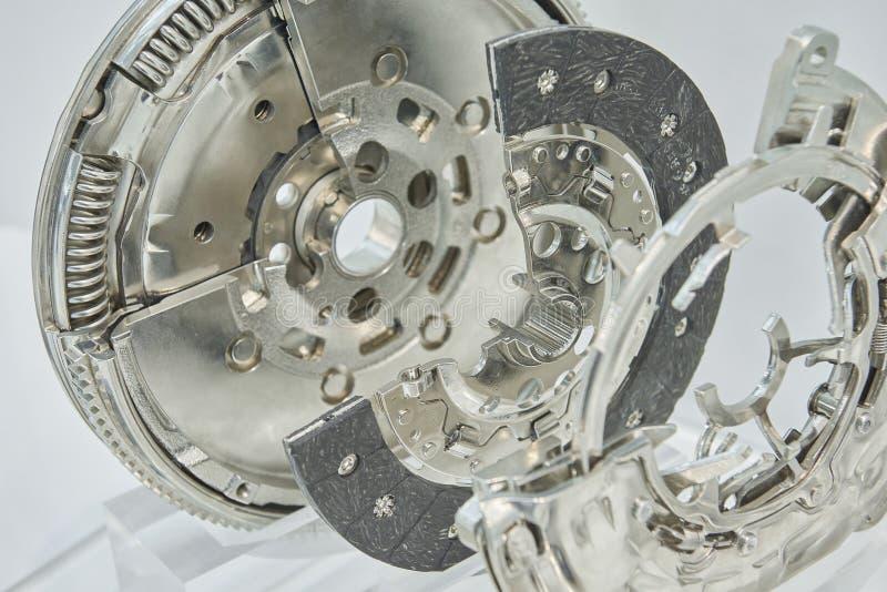 Взгляд на новой чистой детали составной части муфты тележки автомобиля с поперечным сечением Очистите комплект для ремонта частей стоковое изображение rf