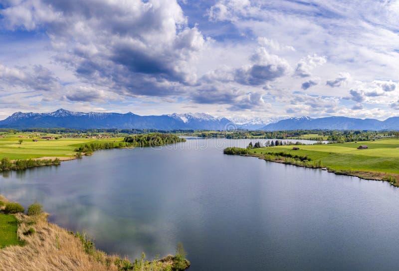 Взгляд на озере Riegsee в Баварии, Германии стоковое изображение rf