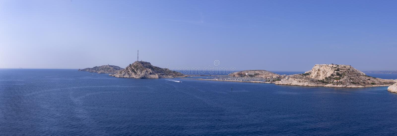 Взгляд на островах Frioule, Франции стоковое фото