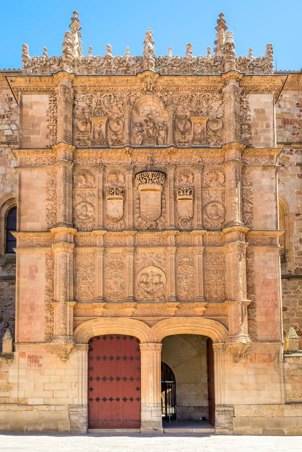 Взгляд на портале здания университета в Саламанке - Испании стоковое изображение