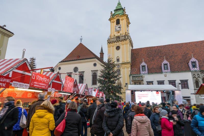 Взгляд на рождественской ярмарке на главной площади в Братиславе, словаке стоковые изображения