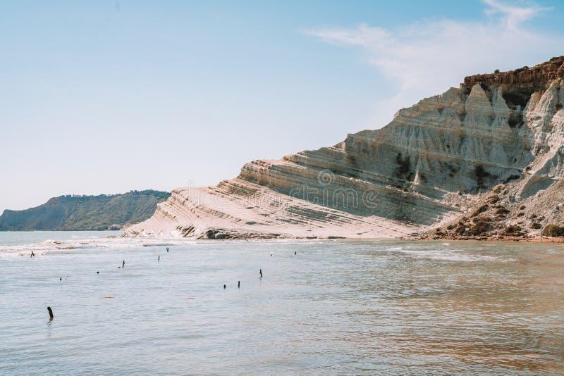 Взгляд на скалах Turchi белых на острове Сицилии стоковые изображения