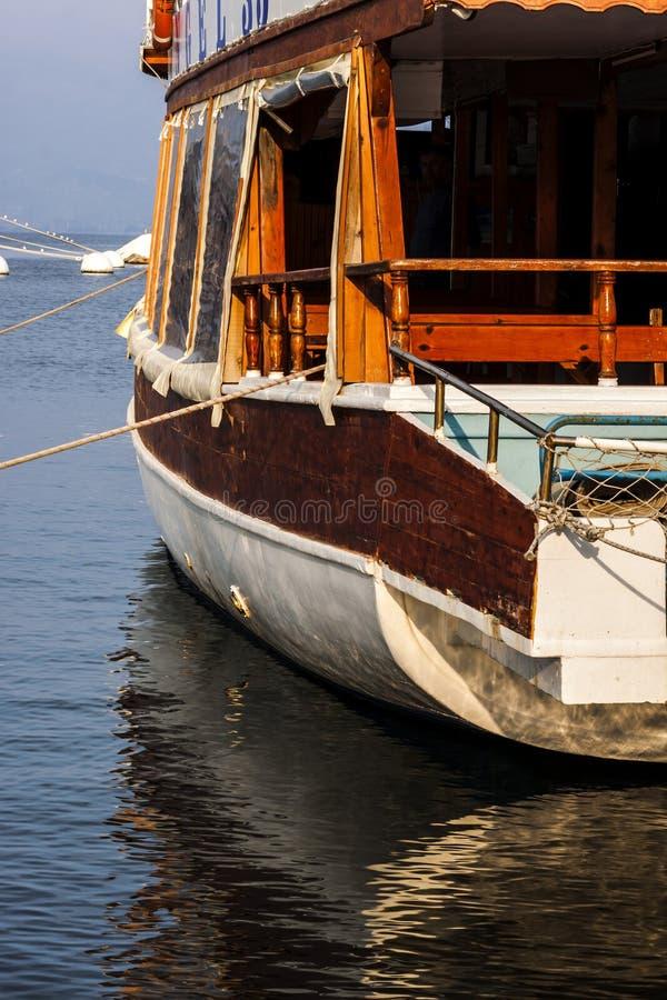 Взгляд на шлюпке на море - фотография конца-вверх стоковые фотографии rf