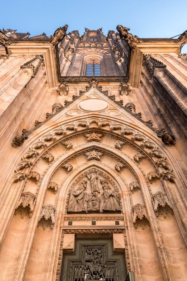 Взгляд на St Vitus Cathedrad, Праге, чехии стоковая фотография