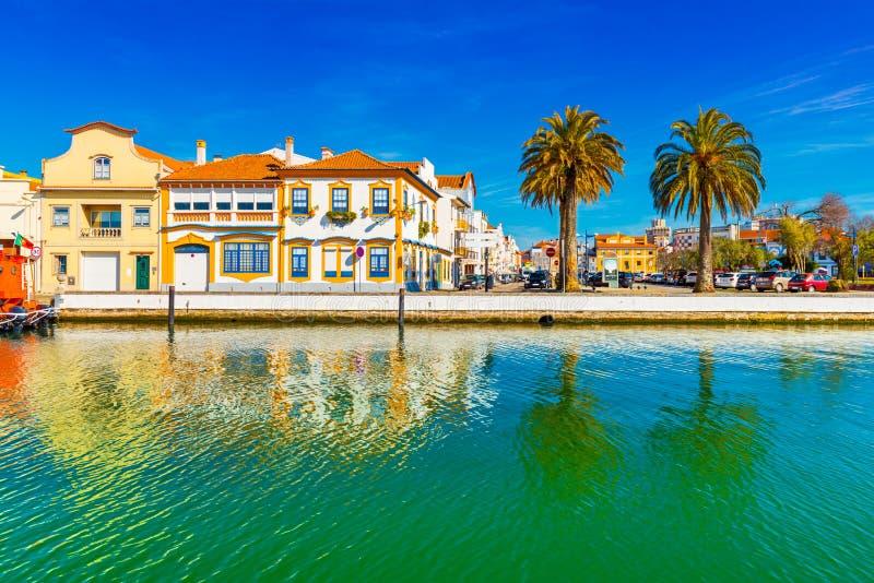 Взгляд небольшого города Авейру в Португалии, португальской Венеции стоковые фотографии rf