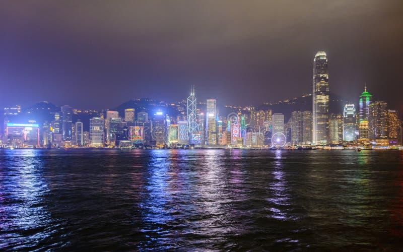 Взгляд небоскребов Гонконга, Китай ночи стоковая фотография rf