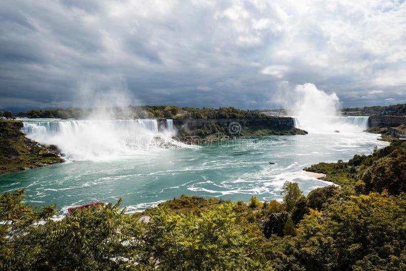 Взгляд Ниагарского Водопада от стороны Канады стоковые изображения rf