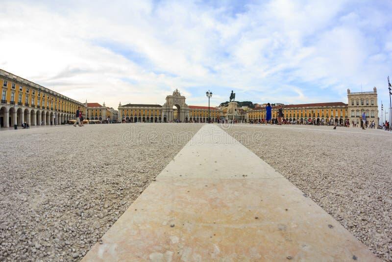Взгляд низкого угла главной площади Лиссабона, квадрата коммерции стоковое изображение