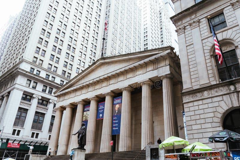 Взгляд низкого угла федерального здания Hall национального мемориального в Ne стоковые изображения rf