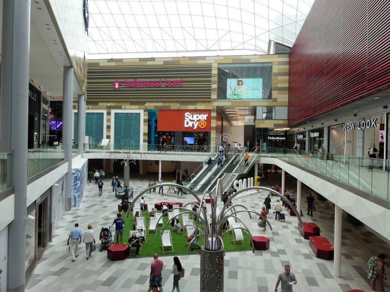 Взгляд новой части торгового центра intu в Уотфорде стоковое изображение