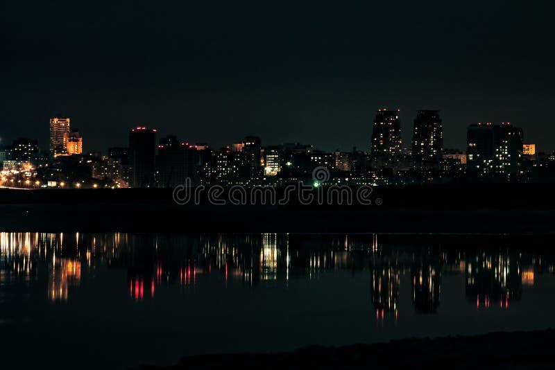 взгляд ночи выдержки города длинний стоковые фотографии rf