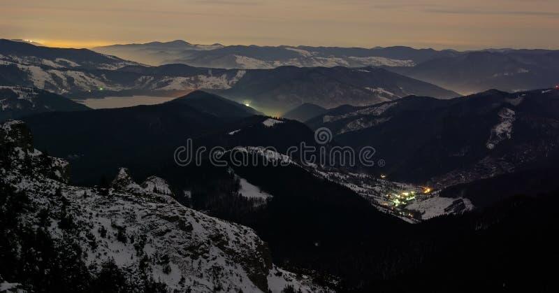 взгляд ночи горы стоковое изображение