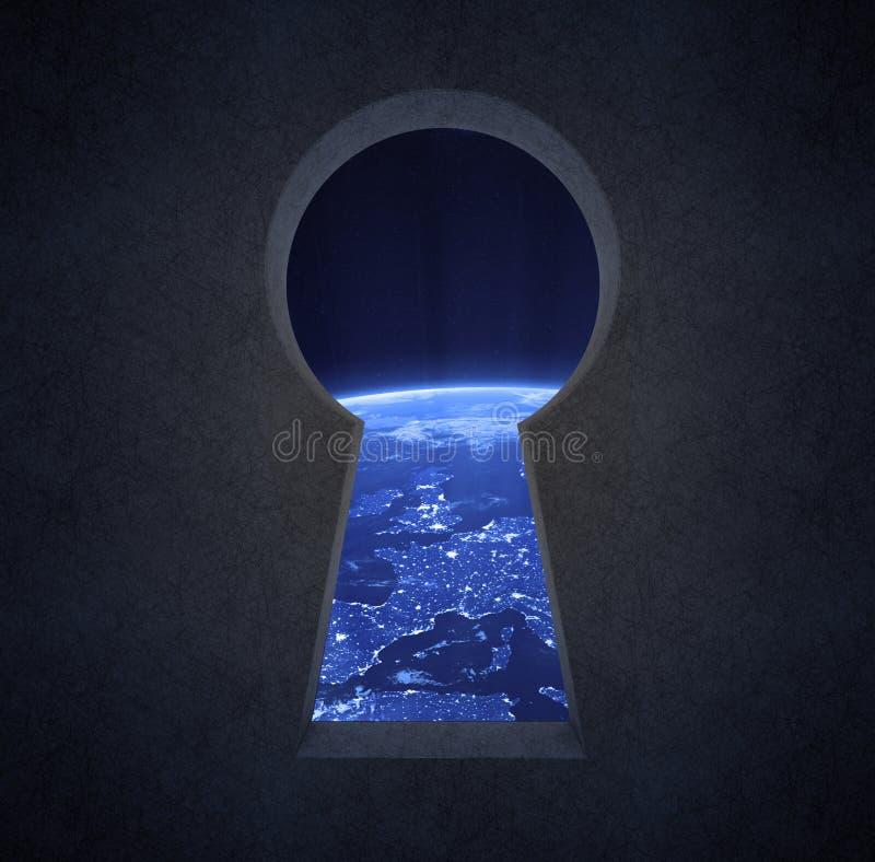 Взгляд ночи Европы через keyhole бесплатная иллюстрация