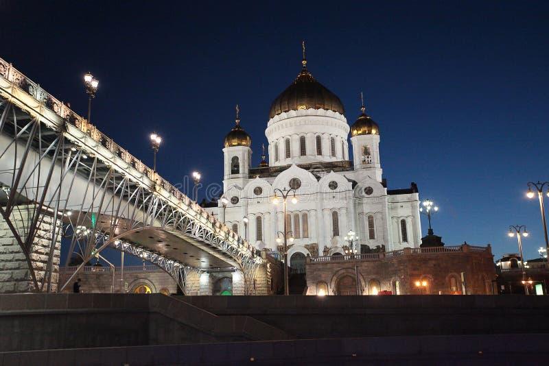 Взгляд ночи к реке и Христосу Москвы собор спасителя стоковое фото rf
