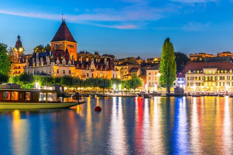 Взгляд ночи Лозанны, Швейцарии стоковые изображения