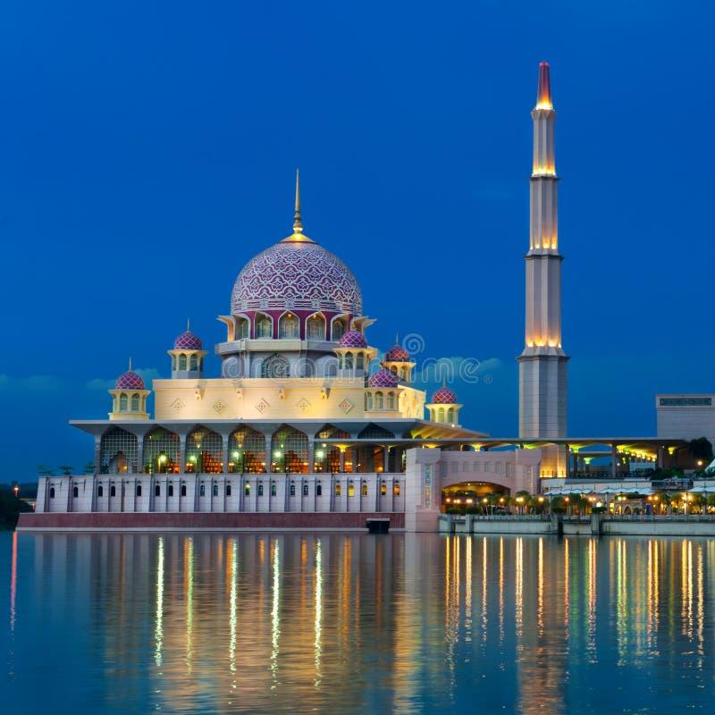 Взгляд ночи мечети. стоковое фото