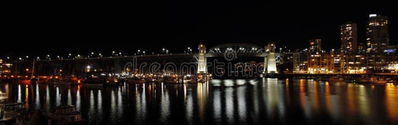 Взгляд ночи моста Burrard стоковые изображения rf