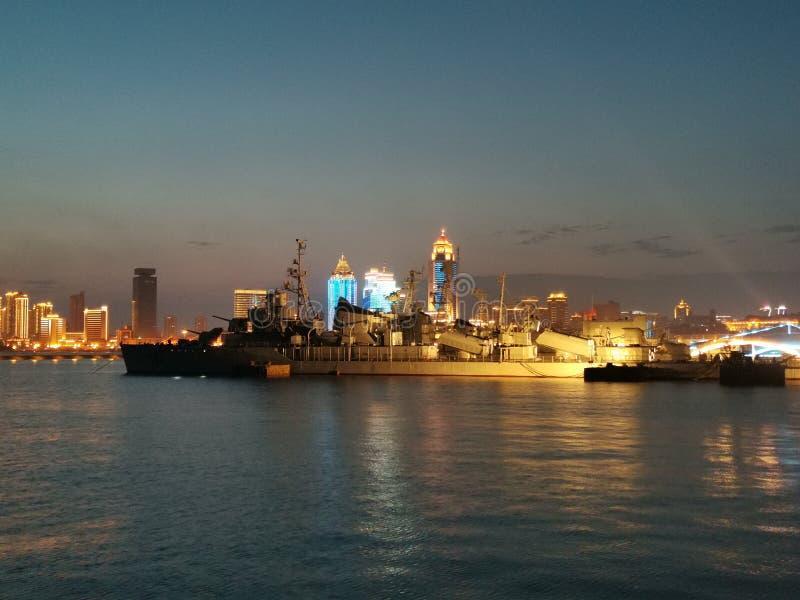 Взгляд ночи музея Qingdao военноморского во-вторых стоковое изображение rf
