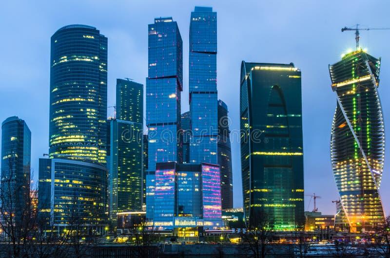 Взгляд ночи на городе Москвы стоковая фотография
