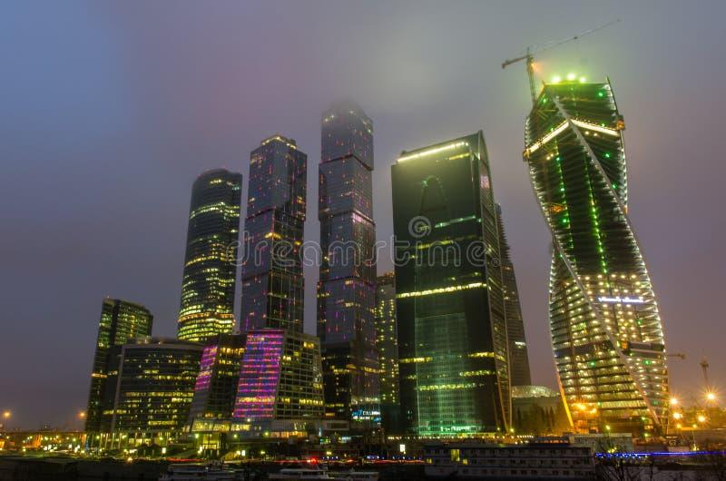 Взгляд ночи на городе Москвы стоковое фото