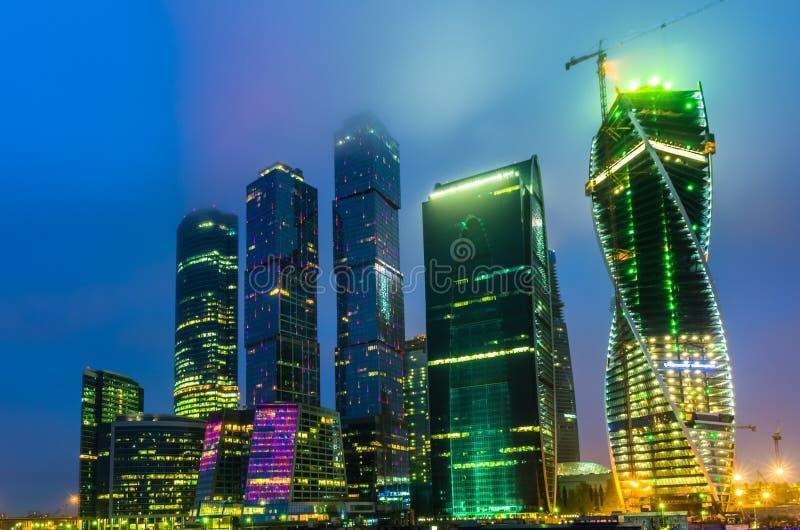 Взгляд ночи на городе Москвы стоковая фотография rf