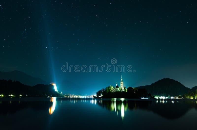 Взгляд ночи на кровоточенном озере, Словении стоковые фото