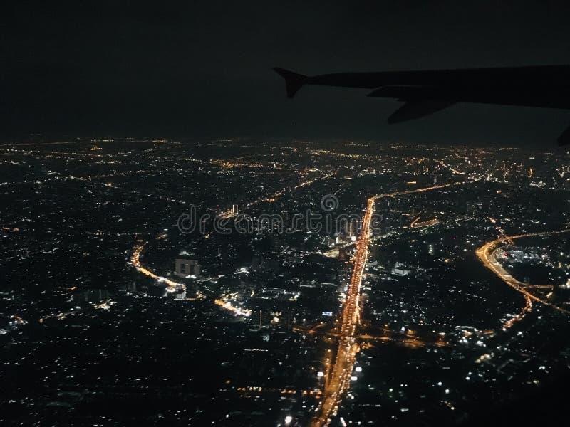 Взгляд ночи от полета неба стоковое фото rf