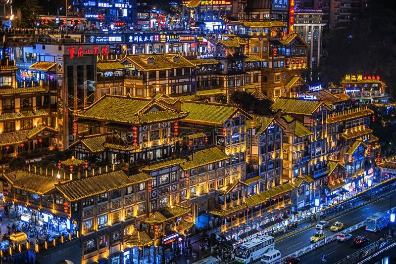 Взгляд ночи района Hongyadong Чунцина известного коммерчески стоковое изображение rf