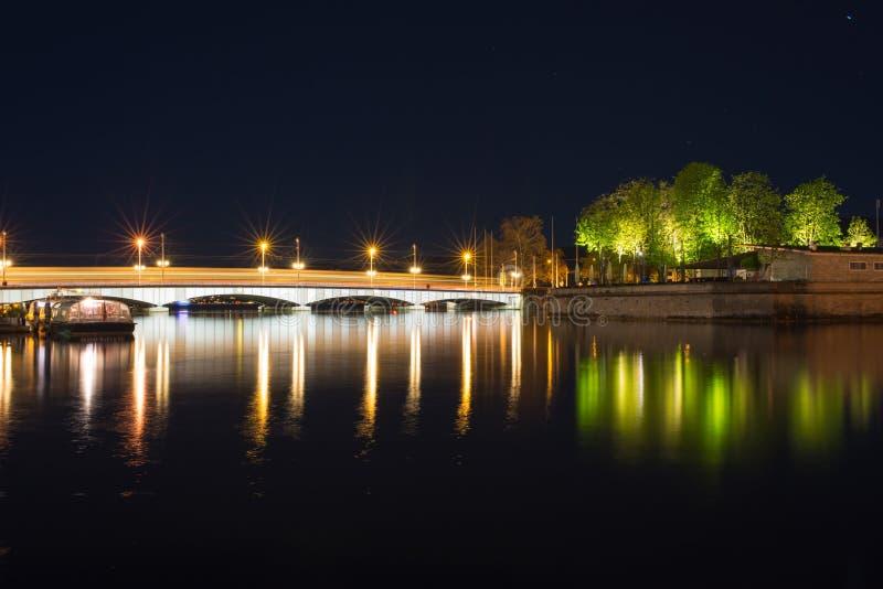 Взгляд ночи реки Limmat стоковое изображение rf