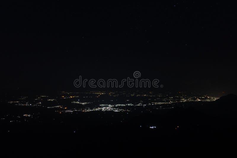 Взгляд ночи света города стоковая фотография rf