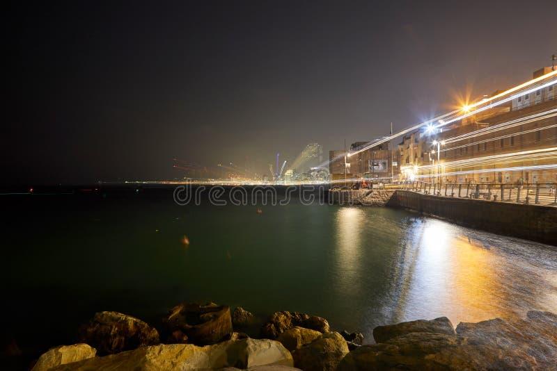 Взгляд ночи Тель-Авив со светами стоковое фото