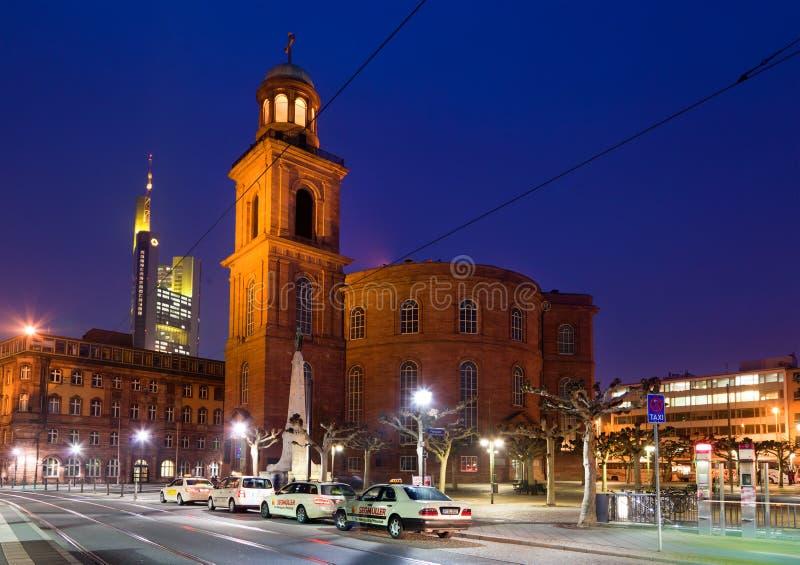 взгляд ночи frankfurt города стоковые фото