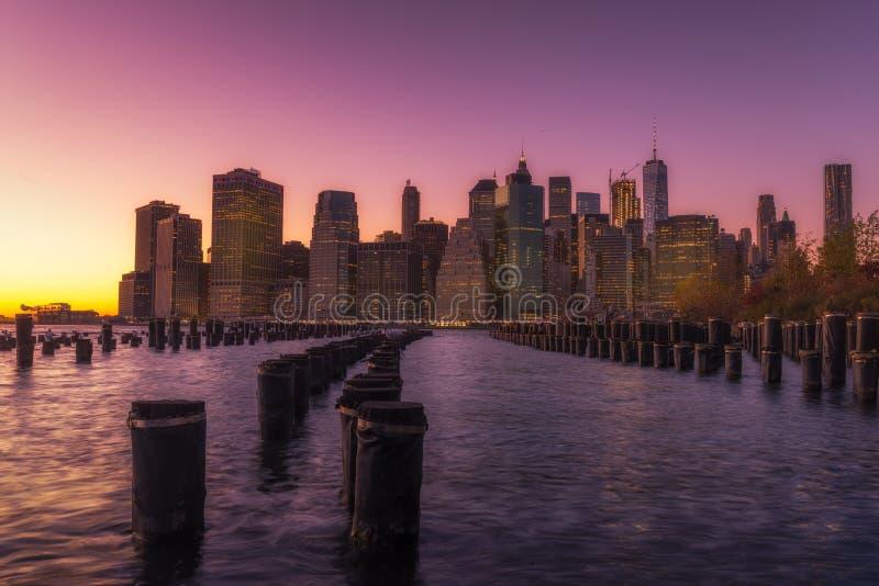Взгляд Нью-Йорка от портового района стоковая фотография rf