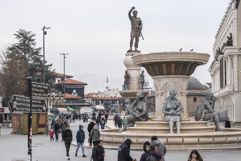 Взгляд Олимпий памятника и Филипп II из памятника Macedon стоковое фото