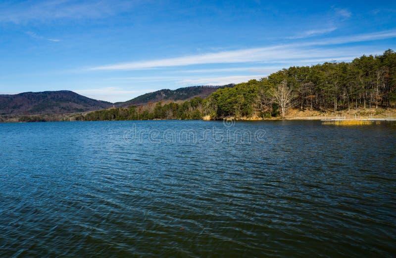 Взгляд осени резервуара бухты Carvins, Roanoke, Вирджинии, США стоковая фотография rf