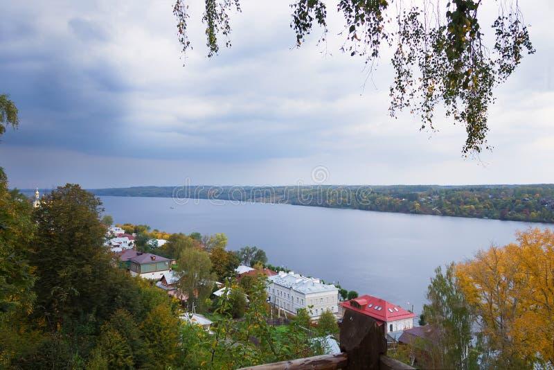 Взгляд осени русского реки Волга от главного холма городка Plyos стоковые фото