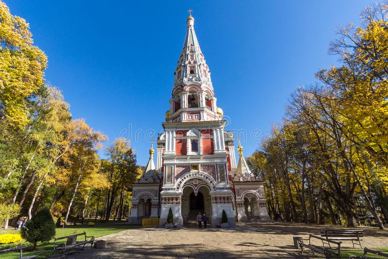 Взгляд осени русского рождества монастыря церков в городке Shipka, Болгарии стоковые изображения rf
