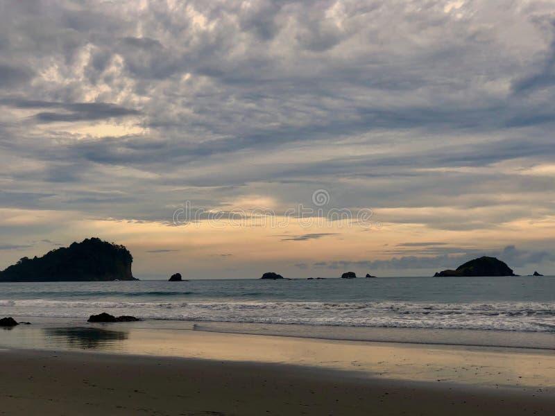 Взгляд островов с Тихоокеанского побережья Коста-Рика стоковые изображения rf