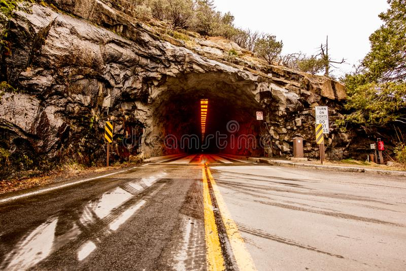 Взгляд отключения Yosemite от тоннеля стоковые фотографии rf