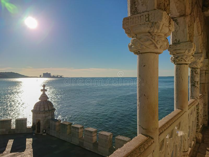 Взгляд от балкона башни Belem в Лиссабоне, Португалии стоковое фото