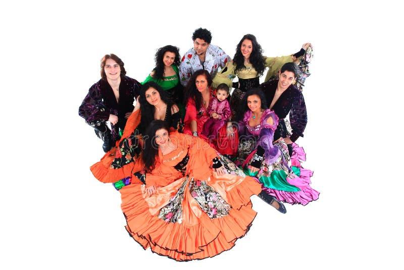 Взгляд от верхней части Цыганский ансамбль песни и танца, смотря камеру стоковое фото
