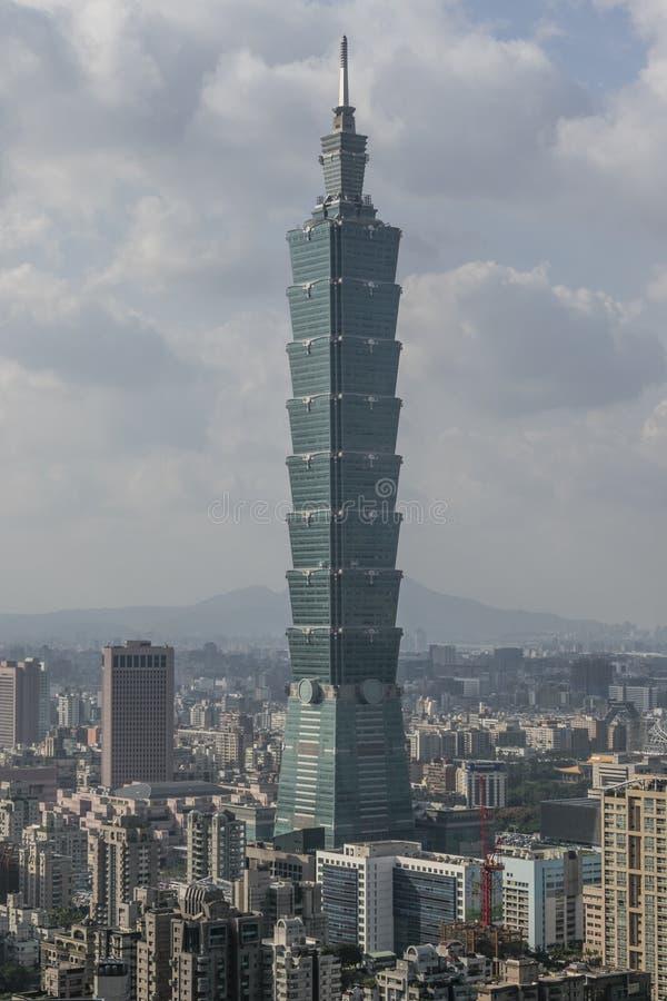 Взгляд от горы слона на горизонте Тайбэя, Тайваня стоковая фотография